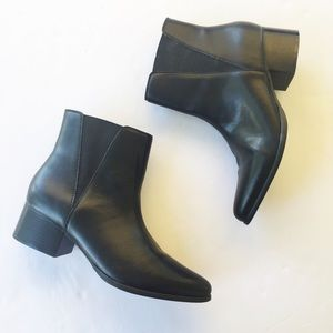 Urban Outfitters Classic Black Chelsea Ankle Boot